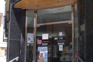 Puerta y escaparate comercial en acero inoxidable 17