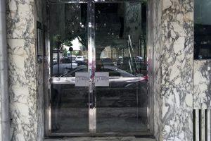 Puerta y portal comunitario en acero inoxidable 8